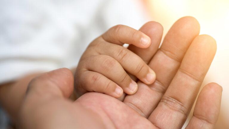 Cheia pentru a ajuta sute de mii de copii cu HIV: Dezvoltarea medicamentelor prietenoase pentru copii