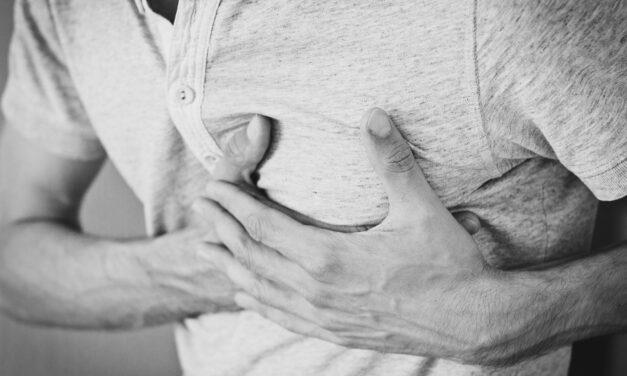 Studiu: Persoanele cu HIV prezintă un risc mai mare de moarte subită cardiacă